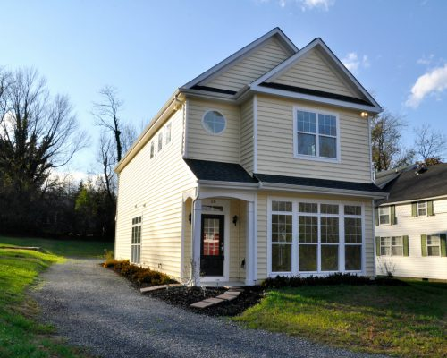 16 Bridge Street, Round Hill, VA 20141
